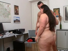 Heavy whore gets the brush snatch pounded