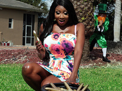 A Amphora of Golden Dildos with Diamond Jackson - Brazzers HD