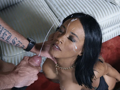 Cheating join in matrimony Kiki Minaj gets her face destroyed by dramatize expunge delivery man's cumshots