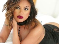 Gorgeous Kaylani Lei uses both forearms and her mouth to acquire a man off