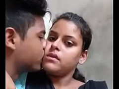 Desi college lovers sexy kiss